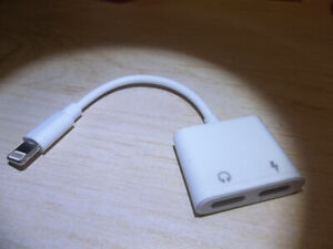 Adapteur Iphone chargeur + audio neuf