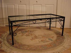 Table de salon... fer forgé + verre trempé, Vintage ( Canada )