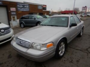FORD CROWN VICTORIA  2011 COMME NEUF