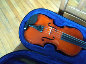 Two violins: 1/8 and 1/4 size