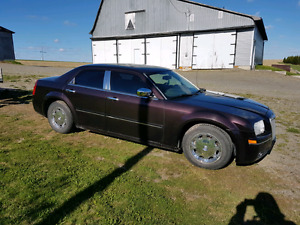 2005 Chrysler 300 loaded V6