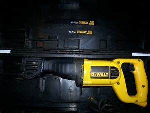 DEWALT RECIPROCATING SAW WITH CASE