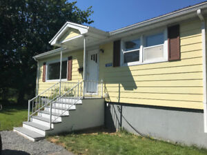 AVAILABLE - BEDFORD SWEET 3 BEDROOM BUNGALOW!