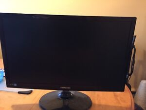 Selling 2 monitors  Cambridge Kitchener Area image 1