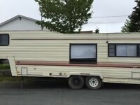 For sale 1988 fifth wheel trailer