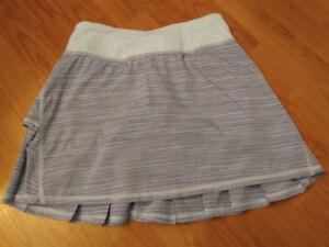 Lululemon tennis Skirt - size 2 Tall