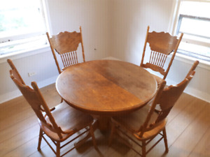 Delivered real wood kitchen chairs and table