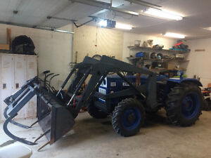 1980's Universal 4X4 550DT Tractor with Loader and Grapples