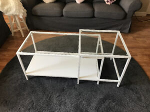 Nesting tables, set of 2 good condition
