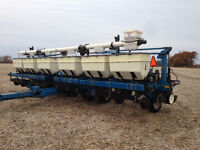 KINZE 12 ROW NO-TILL PLANTER WITH DRY FERTILIZER
