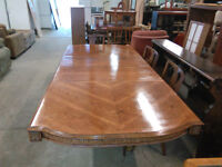OAK TABLE WITH BEAUTIFUL CARVING AROUND EDGE OF TABLE