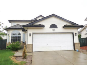 HOUSE FOR SALE IN EDMONTON 4 BEDROOMS