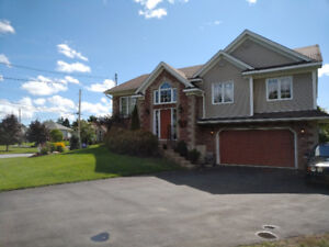 SELLER IS MOTIVATED  Executive Split Entry home on Craigburn Dr.