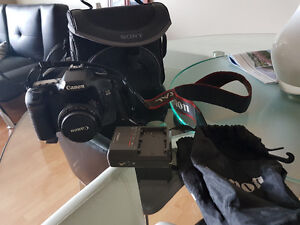 CANON EOS 40D SLR with 50mm lens and accessories