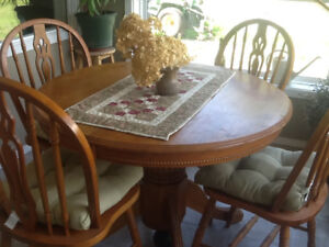 Table, 4 chairs plus leaf extension.