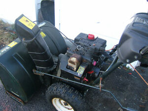 2011 MODEL YARDWORKS SNOWBLOWER 10.5/30 IN CUT $200 ONO