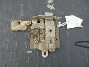 1950-51 FORD MERCURY NOS OEM FORD 0A-7021813 LATCH ASSY.  FRONT
