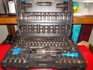 Brand new 128 pieces Socket and tool set for sale.
