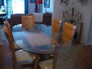 Table en vitre et 6 chaises