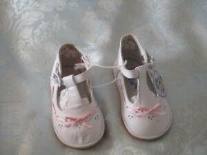 Girls Dress Shoes with Pink Ribbons!