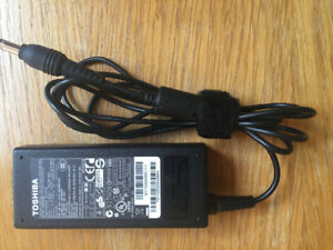 Toshiba laptop power supply 65W Toshiba PA3714E-1AC3