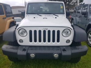 Jeep front bumper, grille and gas tank. 2017 wrangler
