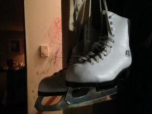 GIRL'S FIGURE SKATES FOR SALE!