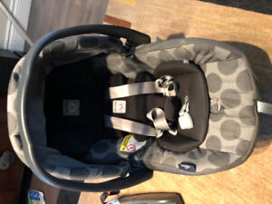 Peg Pereggo - Infant Car Seat + 2 bases + winter and fall covers