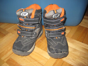 winter boots size 9 (toddler)