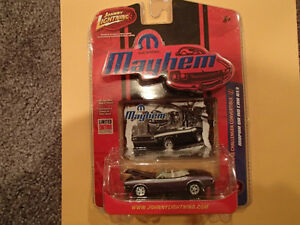 JOHNNY LIGHTNING - MOPAR MAYHEM - 1971 DODGE CHALLENGER CONVERTI