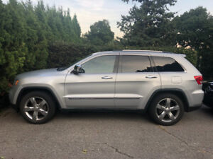 Jeep Grand Cherokee Overland LOW KMs!!!