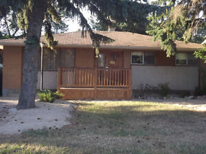 Large Family Home For Rent Near Thom Collegiate - $1700.00