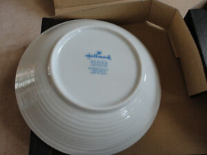 Brand new in box Hallmark Set of 2 coral pink and blue bowls London Ontario image 2