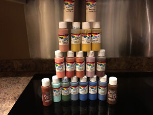 19 squeeze bottles of 2oz Acrylic paints Variety colors West Island Greater Montréal image 1