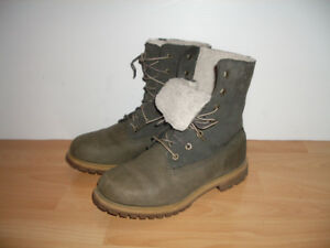 Boots --- TIMBERLAND --- bottes d'hiver --- size 7.5 US lady