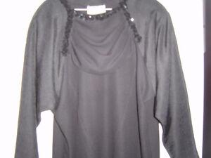 très belle robe noire  grandeur large