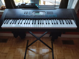 Clavier Casio avec support