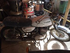 Vintage 1970s Suzuki Titan 500cc and Honda C77 500cc