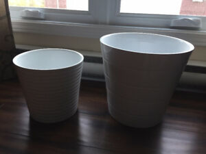 "2 x Flower Pots, 8"" and 11"" (White)"