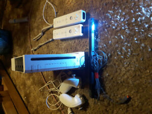 Nintendo wii, 2 rechargeable controllers+charging dock, wii fit