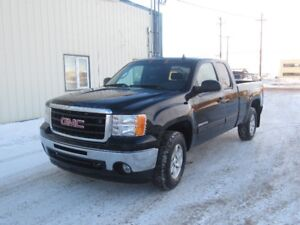 2010 GMC Sierra 1500 SLE 4X4 5.3L FRESH SAFETY AND MORE