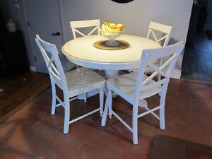 Table cuisine ou salle à manger, 5 chaise