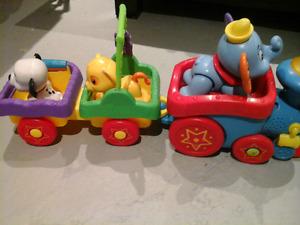 A VOIR!!!!  Beau lot de jouet!