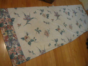 ATTRACTIVE SUMMER-WEIGHT COTTON / POLYESTER TWIN-BED COVERLET