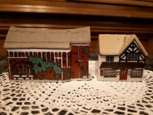 """Wade set of two buildings - cottage 1.5"""" and barn 2.5"""""""