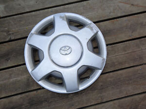 Toyota silver/ grey wheel cover hubcap 15 inch