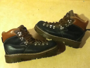 Women's Arctic Trail Waterproof Hiking Boots Size 7 London Ontario image 1