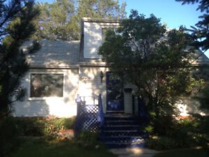Small 4bdrmhouse,Coliseum/Elmwood pk petsok, Nov1,mature tenants