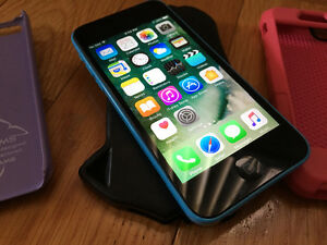 iPhone 5c 16g excellent condition locked to Fido