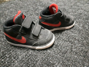 Nike toddler shoes size 6